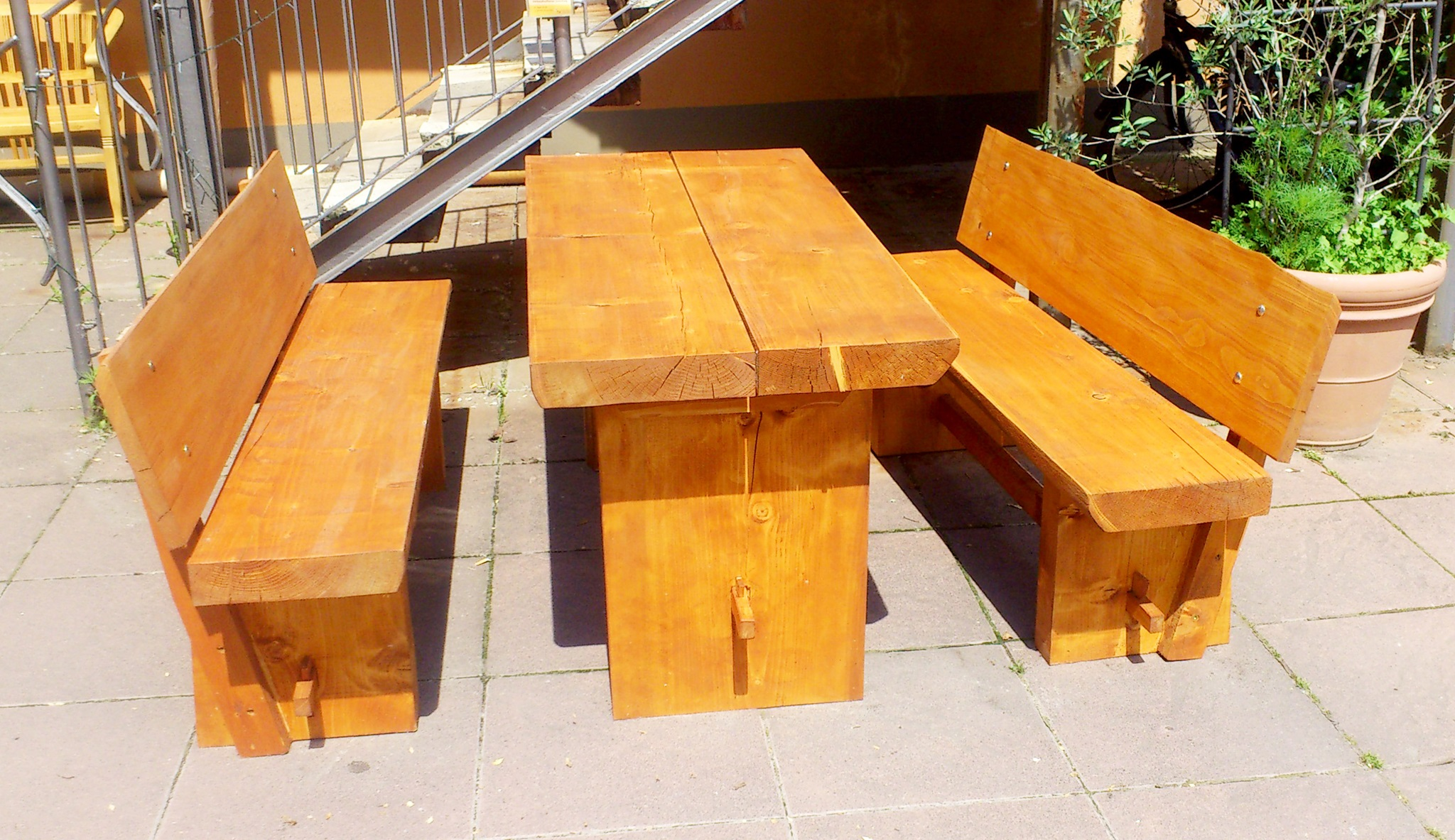 Gartenmöbel aus massivem Teakholz